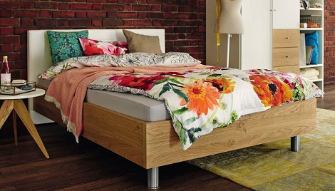 Now by Hulsta bed no 14. design, tweepersoons, blank eiken, kunstleder wit, theo bot zwaag