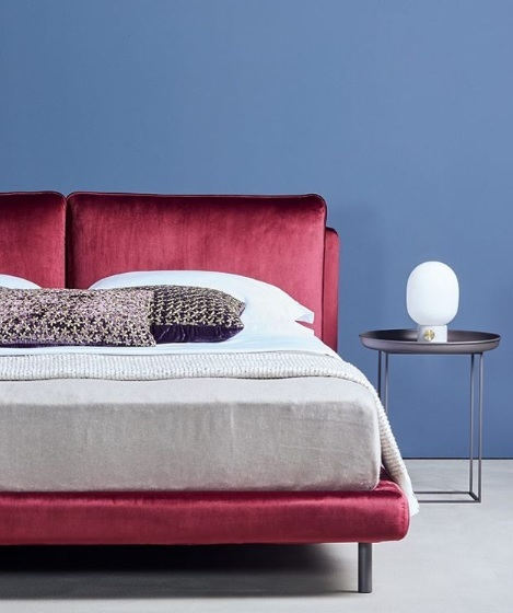Boxspring Ono grote kussens, velours, rood, design Schramm